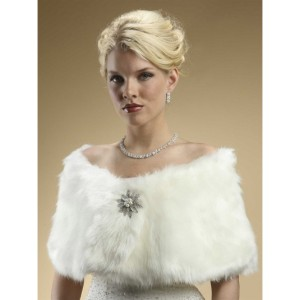 faux-fur-bridal-wrap-with-ivory-cream-fox-35c